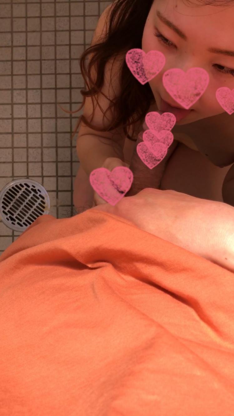 【個人撮影】ふわっとパーマのJD(19)が公衆トイレで生ハメ&フェラ抜き。即尺 露出 顔出し