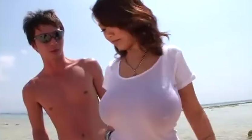 ビーチで巨乳黒ギャルが逆ナン中出しセックス!!