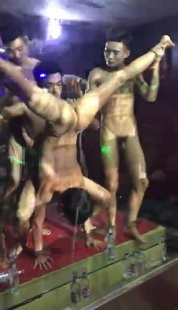 ホストクラブのパーティー。